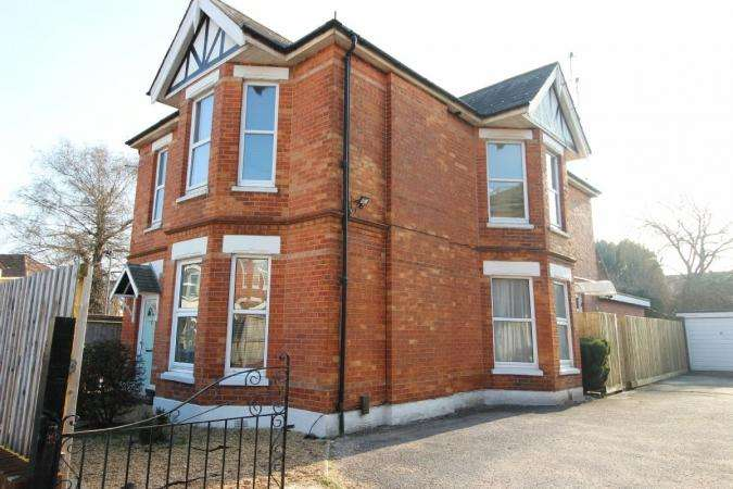 2 Bedrooms Flat for sale in Belvedere Road, Bournemouth