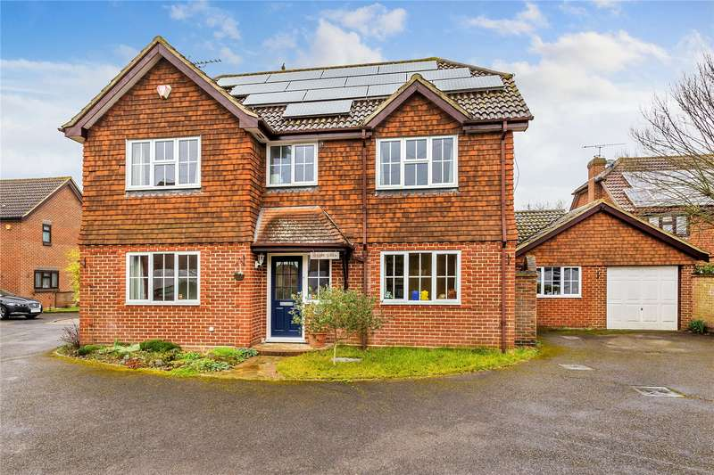 4 Bedrooms Detached House for sale in Wexfenne Gardens, Pyrford, Surrey, GU22