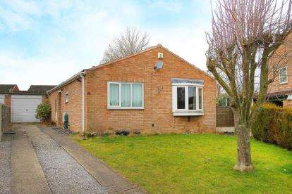 3 Bedrooms Bungalow for sale in Upwood Close, Chesterfield, Derbyshire