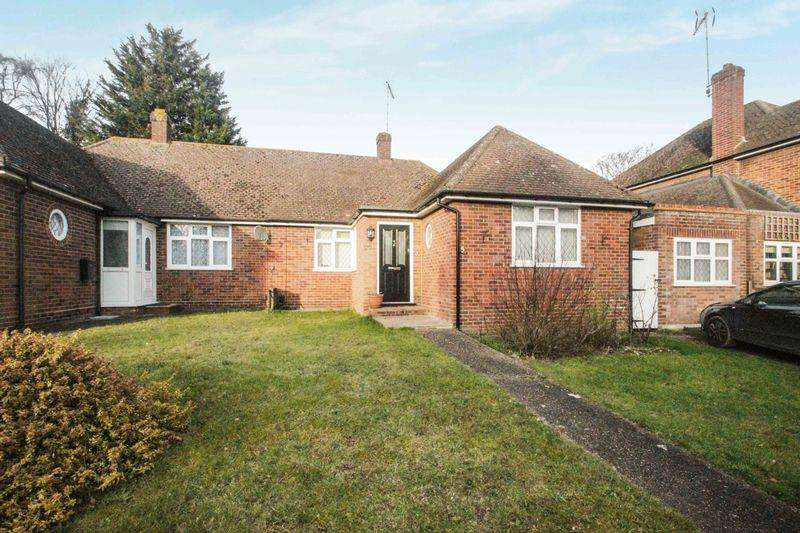2 Bedrooms Semi Detached Bungalow for sale in Langley Vale, Epsom