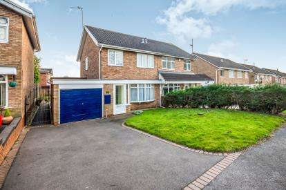 3 Bedrooms Semi Detached House for sale in Ensbury Close, Willenhall, West Midlands