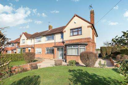 3 Bedrooms Semi Detached House for sale in Wakeley Hill, Penn, Wolverhampton, West Midlands