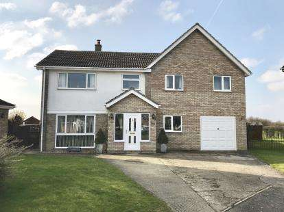 5 Bedrooms Detached House for sale in Castlegate, Gipsey Bridge, Boston, Lincs