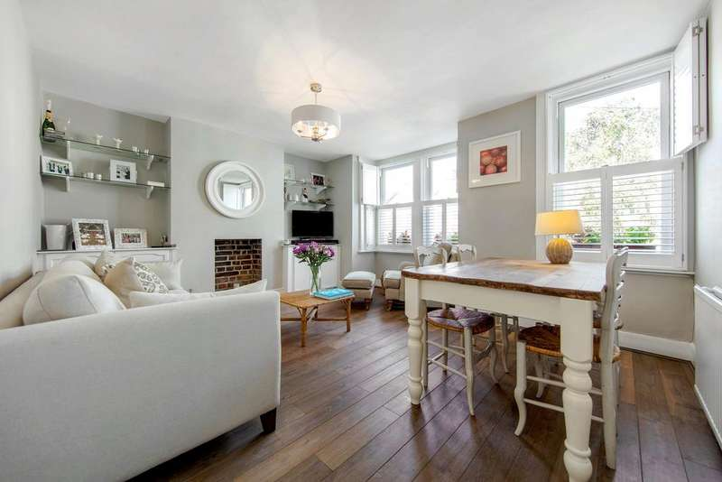 2 Bedrooms Flat for sale in Charteris Road, NW6