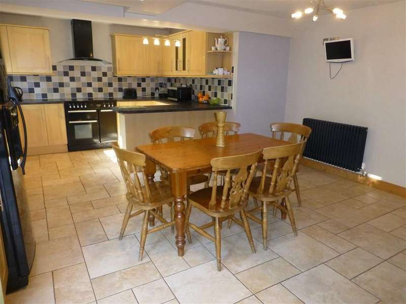 4 Bedrooms Detached House for sale in Ffordd Gwenllian, Llay, Wrexham