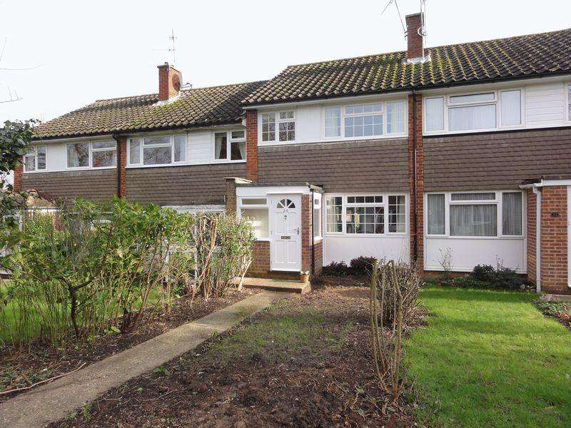 3 Bedrooms Terraced House for rent in Gingers Close, Cranleigh