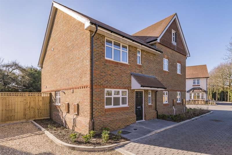 2 Bedrooms Semi Detached House for sale in Campbell Close, Hookwood, Surrey, RH6