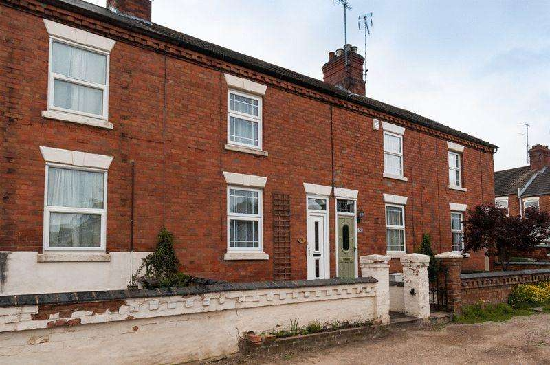 2 Bedrooms Terraced House for rent in Beaconsfield Place, Rushden