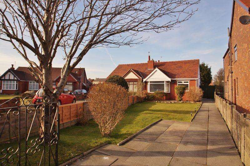 2 Bedrooms Semi Detached Bungalow for sale in Russell Avenue, Southport