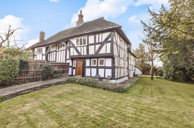 3 Bedrooms Semi Detached House for sale in Blackbridge Lane, Horsham, RH12