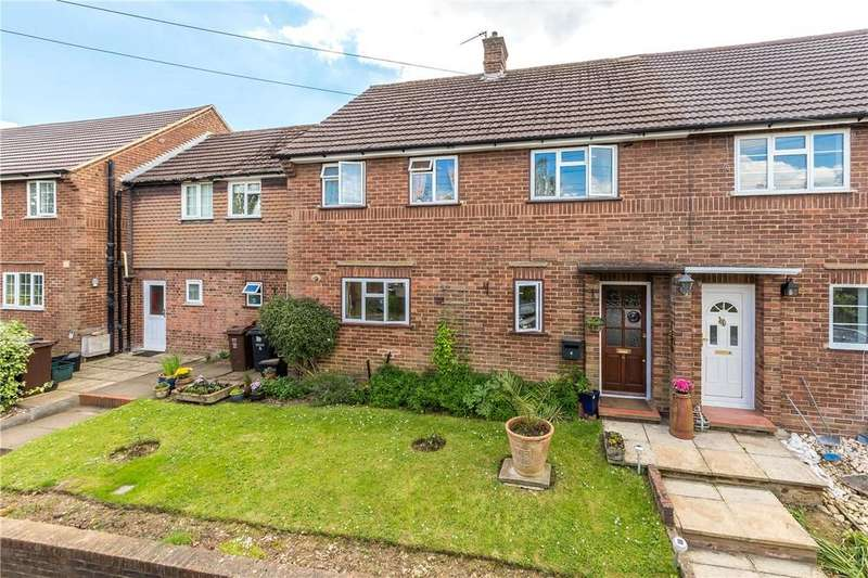 4 Bedrooms Terraced House for sale in Lyndhurst Close, Harpenden, Hertfordshire