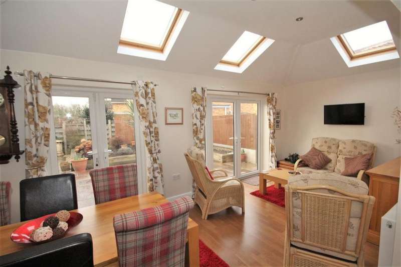 2 Bedrooms Detached Bungalow for sale in Holly Tree Lane, Dunnington, York, YO19