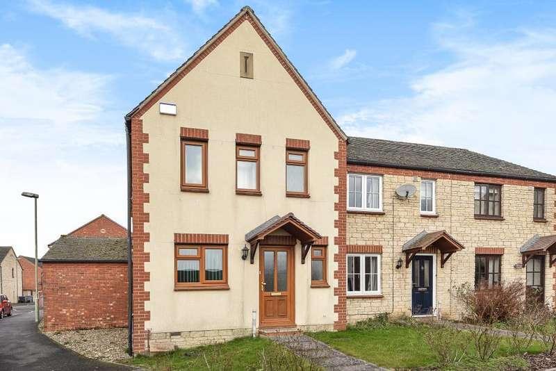 3 Bedrooms House for sale in Lyneham Close, Deer Park,, Witney, OX28