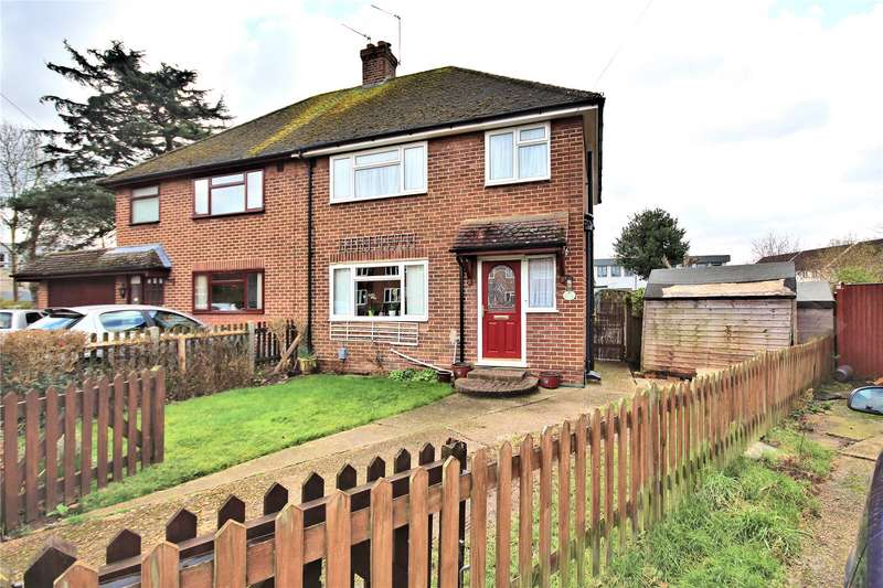 3 Bedrooms Semi Detached House for sale in Farm Road, Old Woking, Surrey, GU22