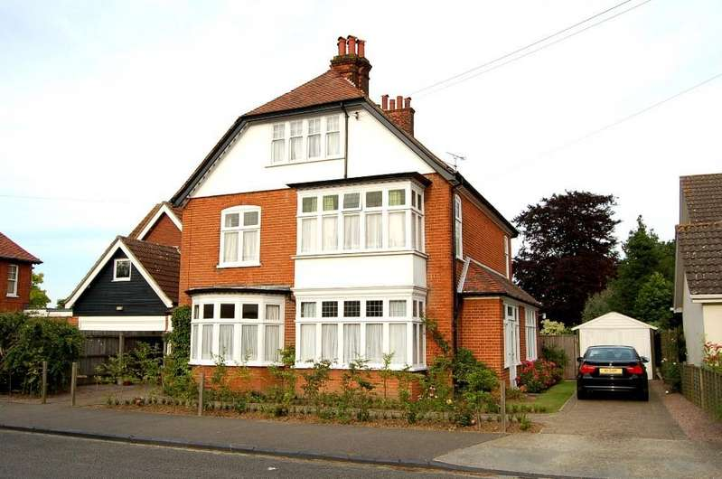 6 Bedrooms Detached House for sale in Croutel Road, Felixstowe