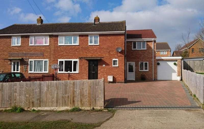 4 Bedrooms Semi Detached House for sale in Waynflete Avenue, Brackley