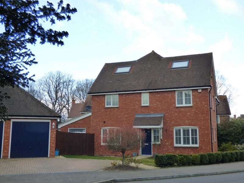 4 Bedrooms House for sale in Sycamore Drive, Burgess Hill, RH15