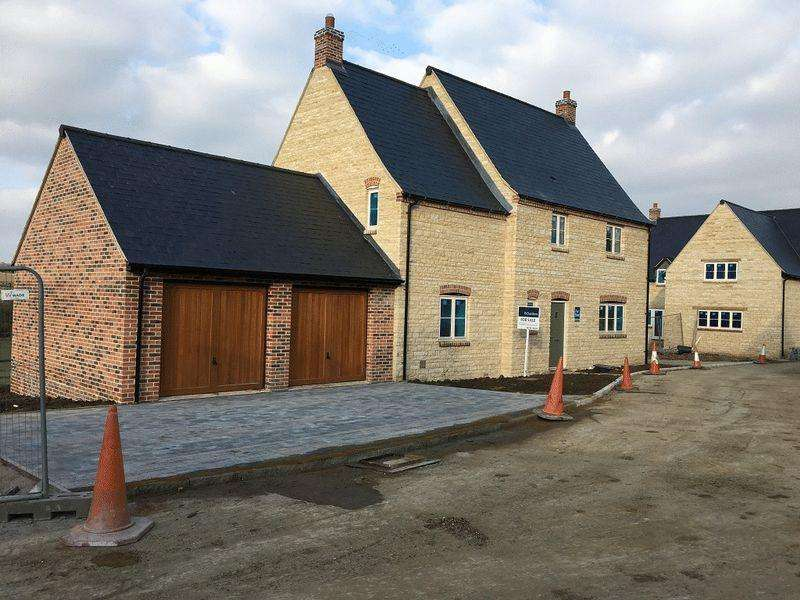 3 Bedrooms Detached House for sale in Glapthorn