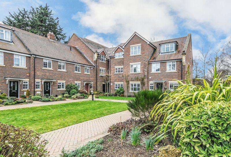 2 Bedrooms Apartment Flat for sale in St. Bartholomews Close, Chichester
