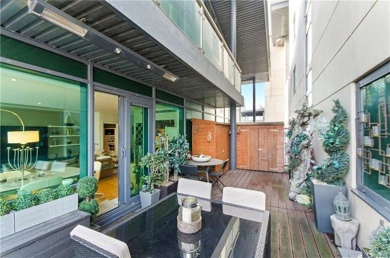 2 Bedrooms Flat for sale in Discovery Dock Apartments East, 3 South Quay Square, London, E14