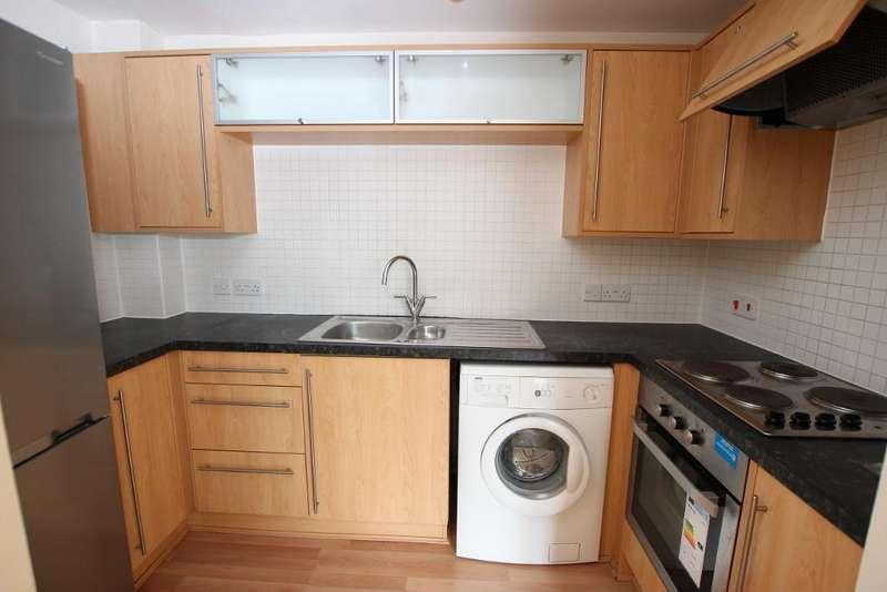 2 Bedrooms Flat for rent in Freestone Way, Corsham, SN13 9EF