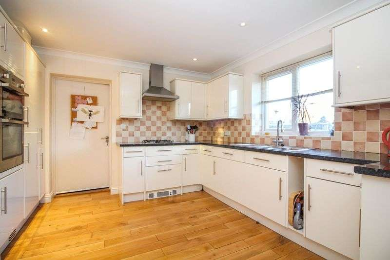4 Bedrooms Property for sale in Maple Court, Frome