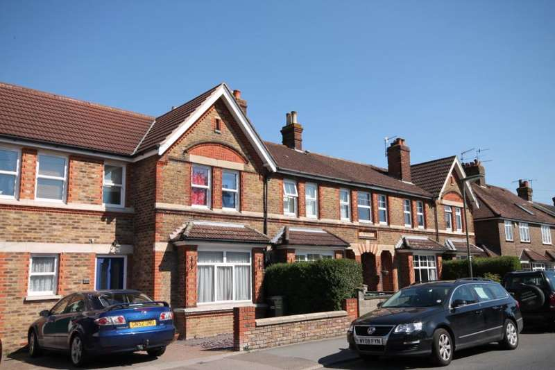 2 Bedrooms Terraced House for rent in Albury Road, Merstham, Redhill, Surrey, RH1