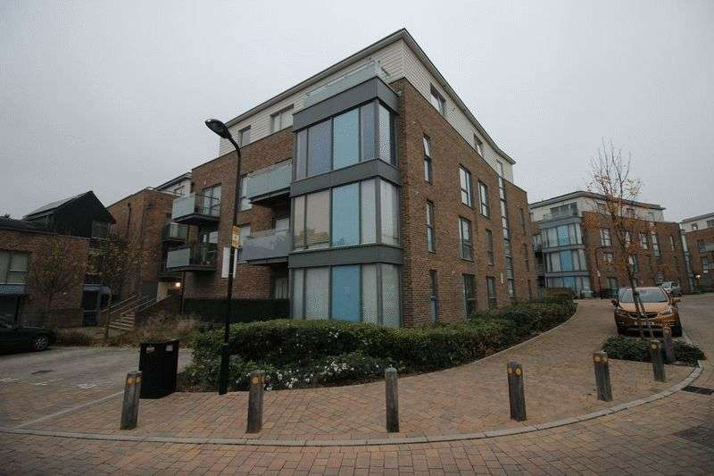 2 Bedrooms Property for sale in Caulfield Gardens, Pinner, Middlesex, HA5 3JA