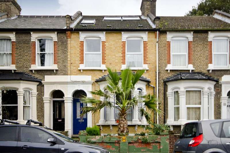 4 Bedrooms Terraced House for rent in Roding Road, London, E5