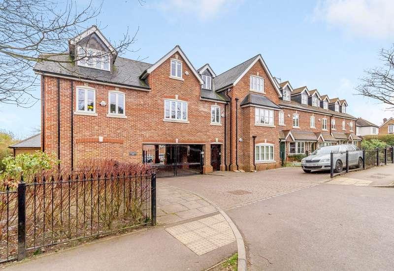 2 Bedrooms Flat for sale in Crownwood Gate, Farnham