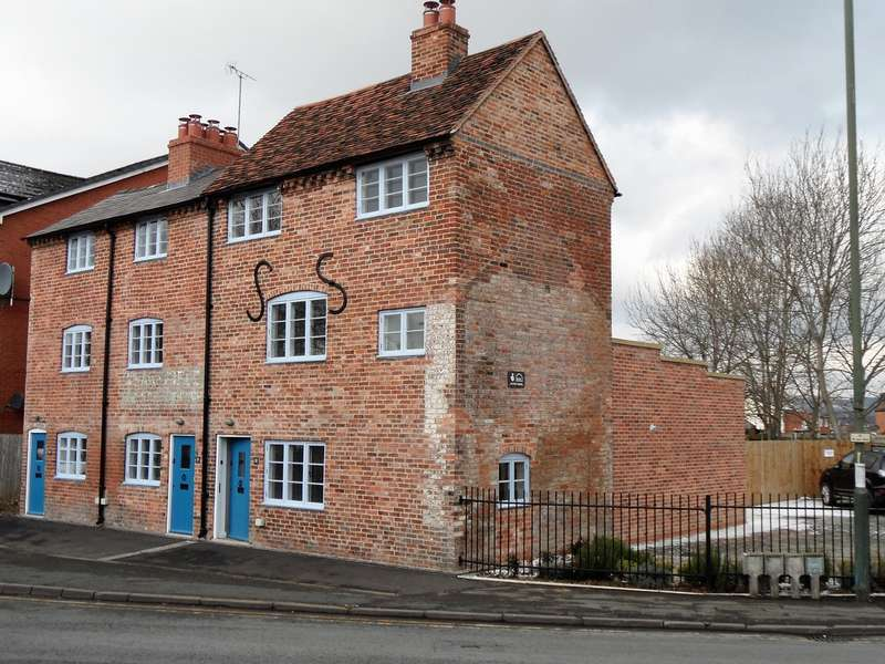 2 Bedrooms Unique Property for rent in Weavers Cottages, Horsefair, Kidderminster, DY10