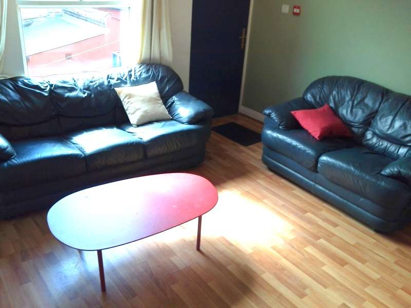 5 Bedrooms Terraced House for rent in Burley Lodge Terrace, Hyde Park, Leeds