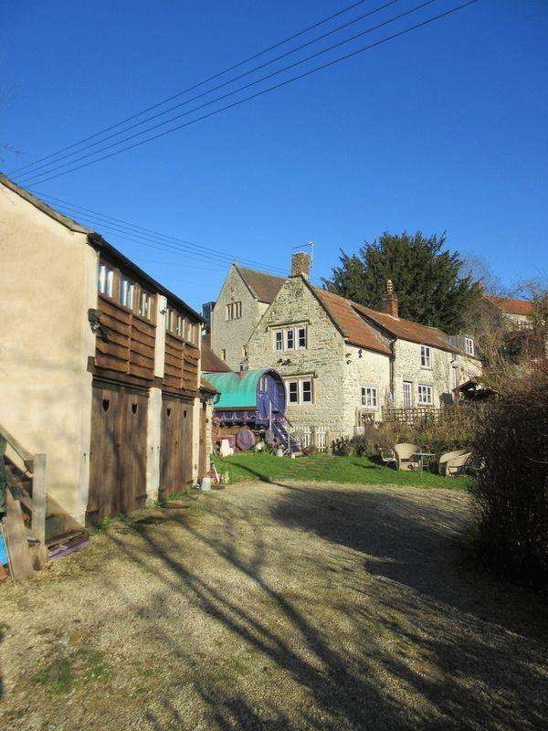 3 Bedrooms Detached House for sale in Pilton, Nr. Wells, Glastonbury Castle Cary.
