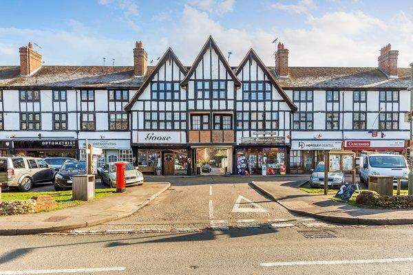 3 Bedrooms Flat for rent in East Horsley
