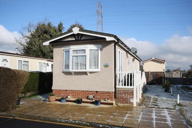 2 Bedrooms Park Home Mobile Home for sale in Cambridge Lodge Park, Bonehurst Road, Horley RH6