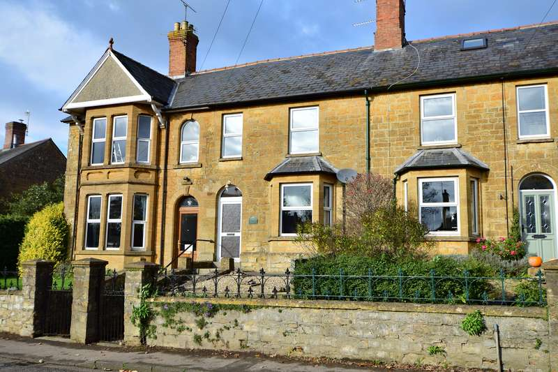 3 Bedrooms Property for sale in Sherborne, Dorset
