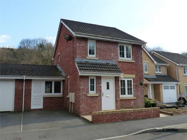 3 Bedrooms Semi Detached House for sale in Cwm Felin, Blackmill, Bridgend, Mid Glamorgan