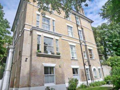 2 Bedrooms Flat for sale in St. Stephens Road, Bournemouth, Dorset