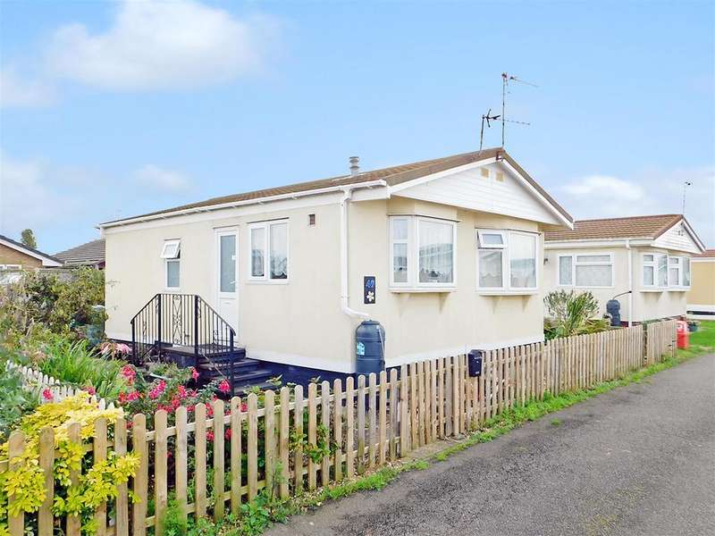 2 Bedrooms Detached Bungalow for sale in Sunnyside Park, Sea Lane, Ingoldmells, Skegness, PE25 1SA
