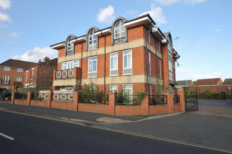 2 Bedrooms Apartment Flat for sale in Richmond Ct , Widnes, Halton, WA8 3HA