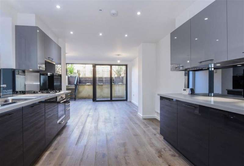 3 Bedrooms Flat for rent in King Edward's Road, London, E9
