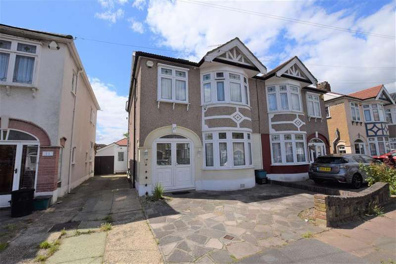4 Bedrooms Semi Detached House for sale in Monkswood Gardens, Clayhall, IG5