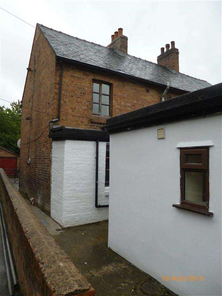 1 Bedroom Flat for rent in Flat 1, 7, Bank Street, Llanfyllin, Powys, SY22