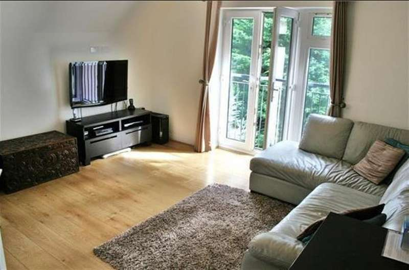 2 Bedrooms Flat for sale in Kenbrook House, Uxbridge Road, Hayes,