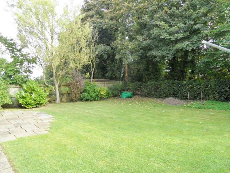 5 Bedrooms Detached House for sale in Stanneybrook Close, Norley, WA6 8PZ