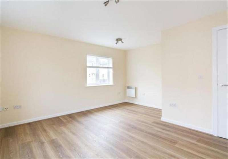2 Bedrooms Flat for sale in Glandford Way, Chadwell Heath, RM6