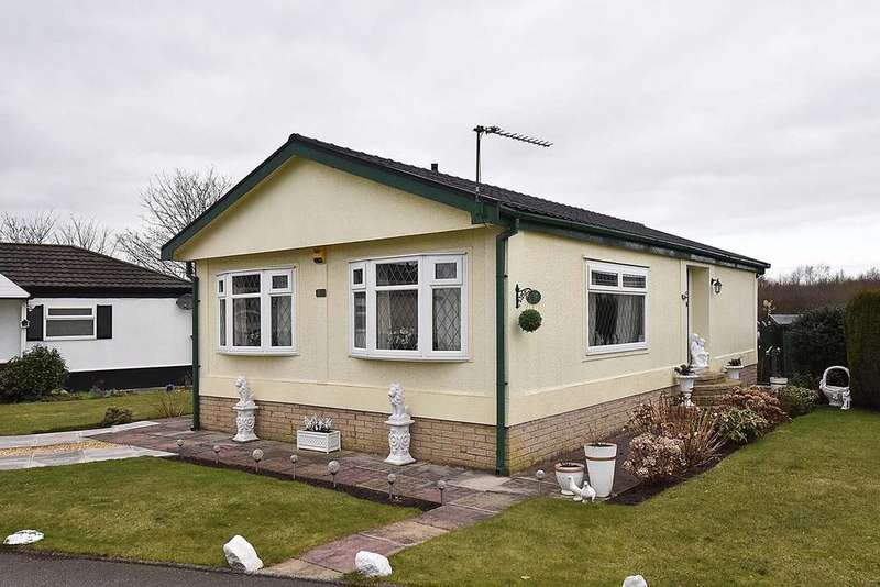 2 Bedrooms Park Home Mobile Home for sale in Conifer Grove, Moss Lane, Moore
