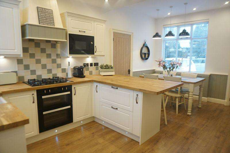 4 Bedrooms Semi Detached House for sale in Garners Lane, Davenport