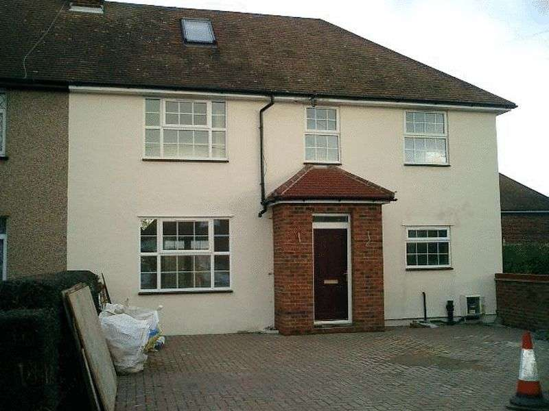4 Bedrooms Property for rent in The Link, West Acton, London, W3