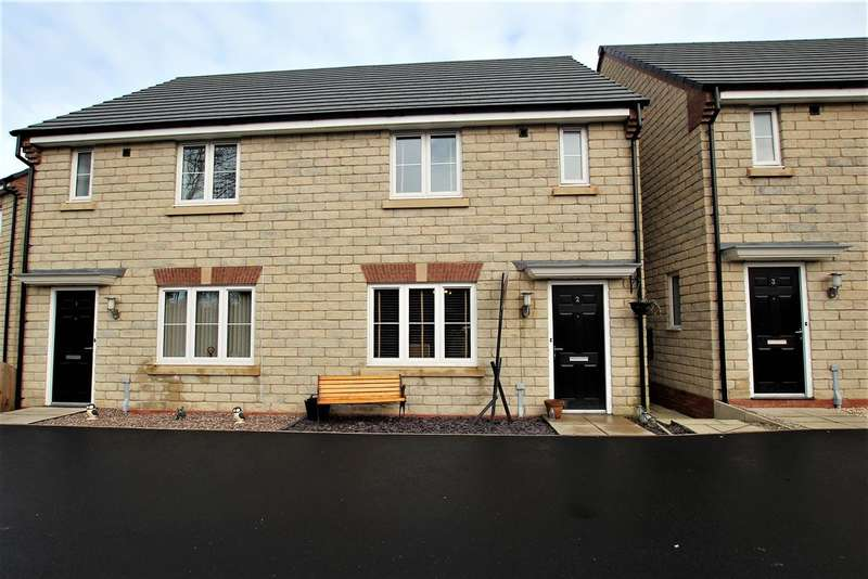 3 Bedrooms Semi Detached House for rent in Oakleaf Drive, Bamber Bridge, Preston